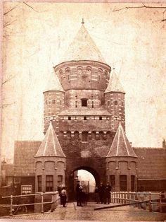 Haarlem, Kleine Houtpoort / afgebroken in ca. Vintage Photographs, Old Pictures, Holland, Museum, Europe, History, City, Building, Blog