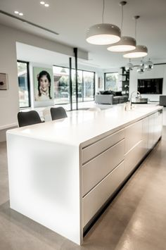 Curved Corian® benchtop seamless in its join. Adds character to any modern kitchen. Easy Home Decor, Home Decor Kitchen, Home Kitchens, Kitchen Design, Decorating Kitchen, Kitchen Ideas, Kitchen Benchtops, Kitchen Countertops, Kitchen Units