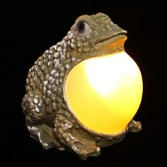 Frog Solar Light Statue with Amber LED | Decorative Garden :& Pond
