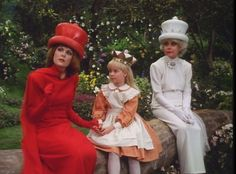 The 1985 TV musical of Alice in Wonderland - (with Carol Channing as the White Queen and Ann Jillian as Red Queen (a far cry from Anne Hathaway and Helena Bonham Carter!) This is my favorite Alice in Wonderland Movie! Alice In Wonderland 1985, Adventures In Wonderland, Alice Tv, Queen Alice, Ann Jillian, Carol Channing, Scott Baio, Sammy Davis Jr, My Childhood Memories