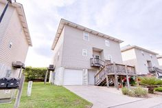 4 Yacht Club Drive, Daphne, AL 36526 $219,500 3 Beds 3 Baths 1,600 sq ftMotivated seller with $1,000 agent bonus!Exquisite condo with amazing views of Mobile Bay. Recently renovated with new tile, carpet and wood flooring.Balcony doors are ECO VIEW/triple pain+hurricane tested+lifetime warranty.Each floor has its own recently replaced A/C unit.The entire condo has been repainted and upgraded baseboards added throughout. No detail has been overlooked in the kitchen with all Stainless Steel…