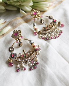 Indian Jewelry Earrings, Indian Jewelry Sets, Fancy Jewellery, Nose Jewelry, Jewelry Design Earrings, Gold Earrings Designs, Gold Jewellery Design, Bridal Jewelry, Pearl Necklaces