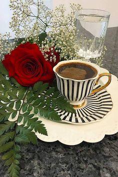 Sweet Coffee, Hot Coffee, Good Morning Flowers Rose, Rose Flower Wallpaper, Good Morning Coffee, Cafe Food, Coffee Cafe, Chocolate, Beautiful Flowers