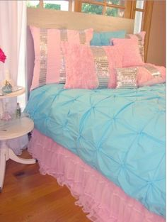 Teen Girl Bedrooms - Cool to creative teen room decor inspirations. Gotta have see incredible post number 8701203209 Pink Bedroom For Girls, Teen Girl Bedrooms, Little Girl Rooms, Peach Bedding, Teen Bedding, Bedding Sets, Candy Room, Dream Rooms, My New Room