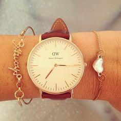 La montre de Daniel Wellington brune et or