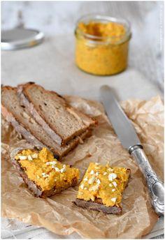 Perfekt zur Brotzeit, für einen Snack zwischendurch oder zum pur löffeln - dieser Karotten-Paprika-Aufstrich mit Curry ist super lecker