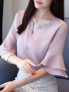 Sleeves Designs For Dresses, Chiffon, Professional Outfits, Blouse Designs, Blouses For Women, Bell Sleeves, Fashion Dresses, Middle East, Ladies Fashion Tops