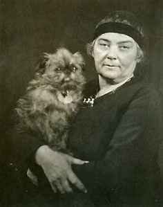 Emily Carr with dog. Canadian painter and writer. (December 1871 – March Inspired by the indigenous peoples of the Pacific Northwest Coast. Emily Carr, Canadian Painters, Canadian Artists, Canadian People, Group Of Seven Artists, Brussels Griffon, Impressionist Paintings, Antique Photos, Women In History