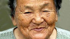 Víte, že na japonském ostrově Okinawa žije více než 450 lidí, kterým je více než 100 let. O tomto ostrově se mluví jako o místu, kde žijí nejzdravější lidé na Zemi.