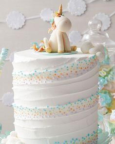 Make all your little one's wishes come true with this Whimsical Unicorn Cake that is great for birthdays and baby showers. With step-by-step instructions on how to make your own unicorn figurine, this (Unicorn Cake) Birthday Cake Girls, Unicorn Birthday, Unicorn Cale, Unicorn Cake Topper, Unicorn Party, Beautiful Cakes, Amazing Cakes, Cake Cookies, Cupcake Cakes