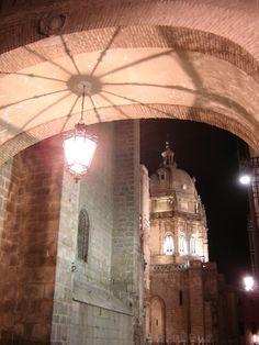 Paseo nocturno por Toledo. España.  Misterioso/ Night walk. Tolefo. Spain. Mysterious