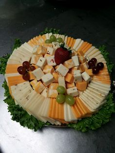 Awesome ideas for arranging appetizing meat and cheese trays Cheese And Cracker Platter, Meat Cheese Platters, Charcuterie And Cheese Board, Cheese Tray Display, Party Food And Drinks, Snacks Für Party, Appetizers For Party, Appetizer Recipes, Party Trays