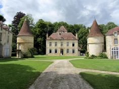 Beautiful Castles, Beautiful Buildings, Beautiful Homes, Palaces, Villas, French Buildings, French Castles, French Architecture, Old Mansions