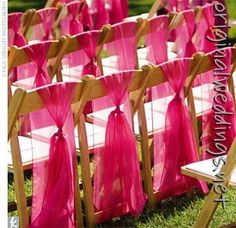 This would be pretty in any color! Found this with all the wedding ideas pins on http://OriginalWeddings.net !