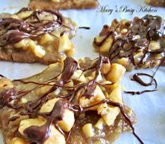 Graham Cracker Toffee Nut Bars – gluten free option. Crunchy toffee with salted nuts and chocolate. Gluten and dairy free dessert. Homemade toffee bars.