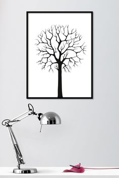 Yksinäinen vartija on mustavalkoinen sisustusjuliste lehdettömästä puusta. Mustavalkoinen juliste, jossa on puhtaanvalkoisella taustalla musta puun siluetti. Julisteessa mustan ja valkoisen kontrasti sekä puu elementin minimalistinen ulkonäkö antavat upean yksityiskohdan huoneen sisustuskokonaisuuteen. Kotimainen Yksinäinen vartija -juliste on painettu laadukkaalle mattapintaiselle, päällystämättömälle paperille. www.camala-store.fi