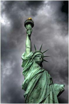Freiheitsstatue / Statue of Liberty / Lady Liberty / Liberty Island - Manhattan, New York / Vereinigte Staaten von Amerika / United States of America / USA Statue Of Liberty Drawing, Liberty Statue, Nyc, New York Tattoo, Liberty Island, I Love America, I Love Ny, Portraits, Sculpture
