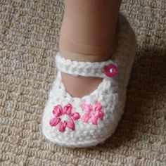 "Scarpine all'uncinetto per neonati - Fotogallery Donnaclick ""Adorable and FREE Crochet Baby Booties Patterns --> Lazy Daisy Girl's Shoes"", ""Crochet Baby Baby Girl Crochet, Crochet Baby Shoes, Crochet Baby Clothes, Cute Crochet, Crochet Slippers, Crochet Gifts, Crotchet, Crochet Doilies, Baby Patterns"