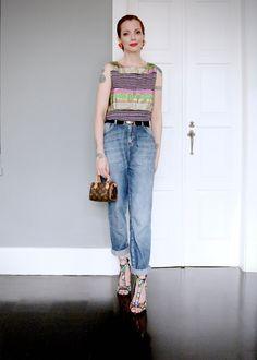 Jeans Zoomp, blusa Rita Comparato, cinto Gucci vintage, bolsa Louis Vuitton, sandálias Privileged, brincos vintage acervo