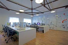 Agência de Propaganda Peralta   Galeria da Arquitetura Small Space Office, Open Office, Office Table, Office Decor, Creative Labs, Study Rooms, Coworking Space, Office Interior Design, Marketing