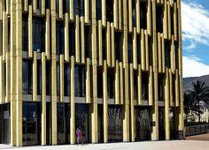 O Centro Cívico de Antioquia, na Plaza de la Libertad, em Medellín, Colômbia. Projeto do escritório Toroposada Arquitectos. #arquitetura #arte #art #artlover #design #architecturelover #instagood #instacool #instadesign #instadaily #projetocompartilhar #shareproject #davidguerra #arquiteturadavidguerra #arquiteturaedesign #instabestu #decor #architect #criative #photo #decoracion #concreto #afeto #medellin #plaza #toroposada