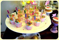 1 yaş doğum günü misafirlerine puding sunumu böyle renkli olur ;) #birthday #dogumgunu #baby #bebek #cocuk #organizasyon #izmir #kukiliks #puding #sweet #eliz1yasinda