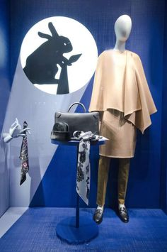 (A través de CASA REINAL) >>>> window store display, Hermes, Milan, August 2014