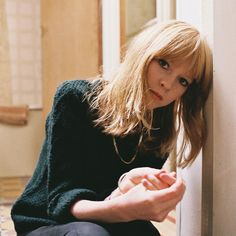 Just recently discovered the amazing talented musician that is Lucy Rose. She deserves all the attention she'll be getting. Pixie Bangs, Homemade Hair Treatments, Laura Marling, Lucy Rose, Fashion Still Life, Most Beautiful People, Rose Hair, Female Singers, Bob Hairstyles