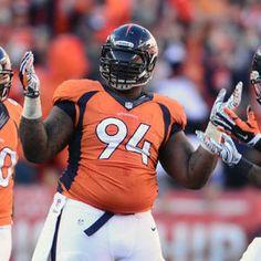 Denver Broncos defensive tackle Terrance Knighton sacks Tom Brady on 4th down
