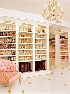 Big Walk In Closets looks more like a store than a closet.(from 30 amazing closets