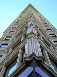 Chpt 21: Chicago School: Reliance Building, a worlds first, Chicago Illinois, Daniel H Burnham and John W. Root