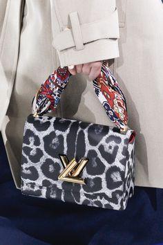 Défilé Louis Vuitton Automne-Hiver 2016-2017 27 Louis Vuitton Handbags e033a3a3b3bbe