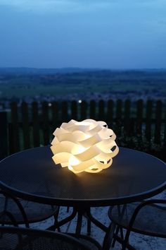 Cloud design by Fluffy as clouds kissed by the rays of the sun, the soft and enveloping lines of the collection create elegant and refined shapes of great evocative effect. Lamp Design, Lighting Design, Cloud Lamp, Light Building, Outdoor Projects, Clouds, Sun, Shapes, Elegant