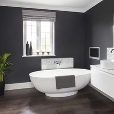Dramatic dark grey bathroom walls | Glamorous grey bathroom | Makeover | PHOTO GALLERY | Ideal Home | Housetohome.co.uk