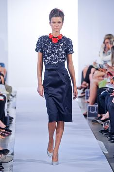 Oscar de la Renta Spring 2013. The skirt is fabulous! Love the red rosettes around the neckline. What a gorgeous touch. London Fashion Weeks, New York Fashion, Blue Dresses, Dresses For Work, Paris Mode, Spring, Passion For Fashion, Beautiful Outfits, Fashion Forward