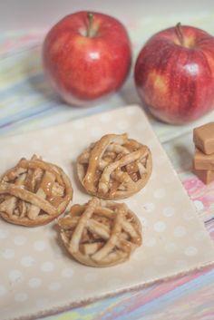12 Heavenly Fruit Pies + A Mini Salted Caramel Apple Pie Recipe : EAT. CRAFT. PARENT.