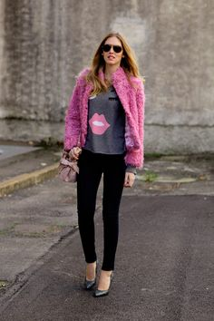 T shirt with hot pink textured coat Pink Fashion, I Love Fashion, Winter Fashion, Fashion Outfits, Womens Fashion, Fashion Clothes, Street Chic, Street Style, Street Snap