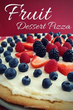 Looking for a delicious strawberry pizza recipe with sugar cookie crust? Then you've found the right place as this summer berry pizza bonanza will make your taste buds dance. Easy Sugar Cookies, Sugar Cookie Dough, Cookie Crust, Sugar Cookies Recipe, Cookie Recipes, Dessert Recipes, Sugar Cookie Pizza, Fruit Cookies, Fruit Pizza Bar
