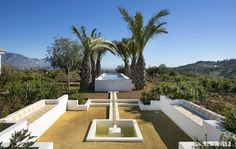 Garden pool and hispano islamic fountain integrated design.