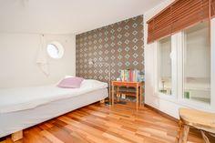 sovrum på loft i rummet! smart lösning för tonåringen eller gästerna