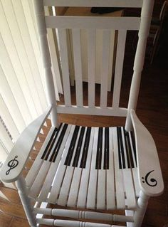 piano keyboard rocking chair - perhaps a fitting addition to my future music studio? The Piano, Diy Christmas Decorations, Painted Chairs, Painted Furniture, Decorated Chairs, Home Music, Piano Stool, Diy Vintage, Music Classroom
