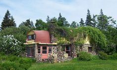 Hobbit Holiday Home - Halls Harbor, Nova Scotia