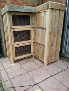 8ft corner rabbit hutch #Pallet, #RabbitHutch