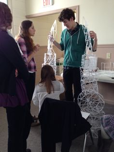 Baldwinsville Christian Academy - high school art lesson - architecture study doing arches made from straws learning about architecture history and how to execute an arch High School Art, Middle School Art, Art Studios, Art Education, Art Lessons, Sculpture Art, Art History, Christian, Studio Art