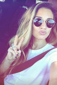 Jessie+James+Decker+wearing+Ray-Ban+Rb3447+Round+Metal+Sunglasses