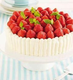 Strawberry Cakes, Summer Time, Raspberry, Cheesecake, Snacks, Fruit, Desserts, Strawberries, Foods