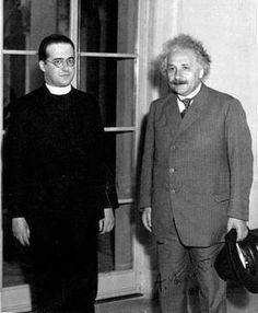 G. Lemaître (à gauche) rencontra Einstein à plusieurs reprises. Crédit Royal…