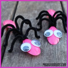 children craft with pipe cleaners | Cute BUG Craft – using Spoons and Pipe Cleaners! |