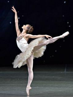 Yekaterina Kondaurova and Yevgeny Ivanchenko in Diamonds form Jewels, Mariinsky Ballet