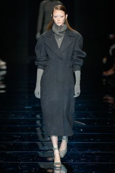 Sportmax Fall 2020 Ready-to-Wear Collection - Vogue Fashion Today, Fashion Show, Fashion Trends, Velvet Evening Gown, Grey Turtleneck, Vogue Russia, Winter Collection, Unique Fashion, Catwalk